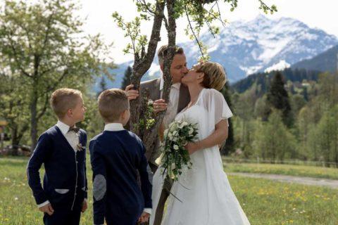Hochzeit Fieberbrunn Tiroler Unterland Kitzbühel Gasthaus Grosslehen Hotel lobby Vaya Kirche Primus und Felizian